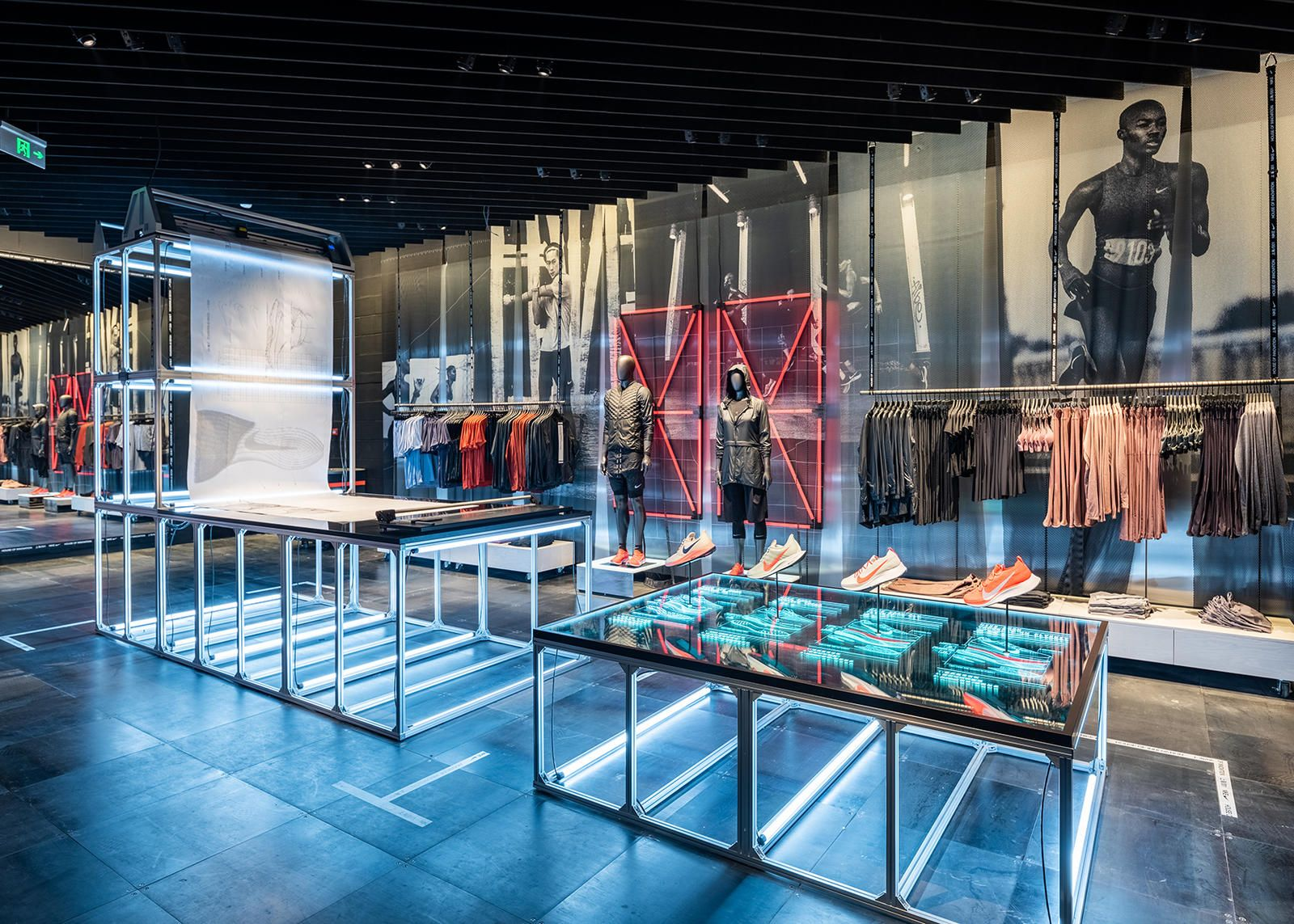 15 Creative Retail Display Examples To Increase Foot Traffic And Sales