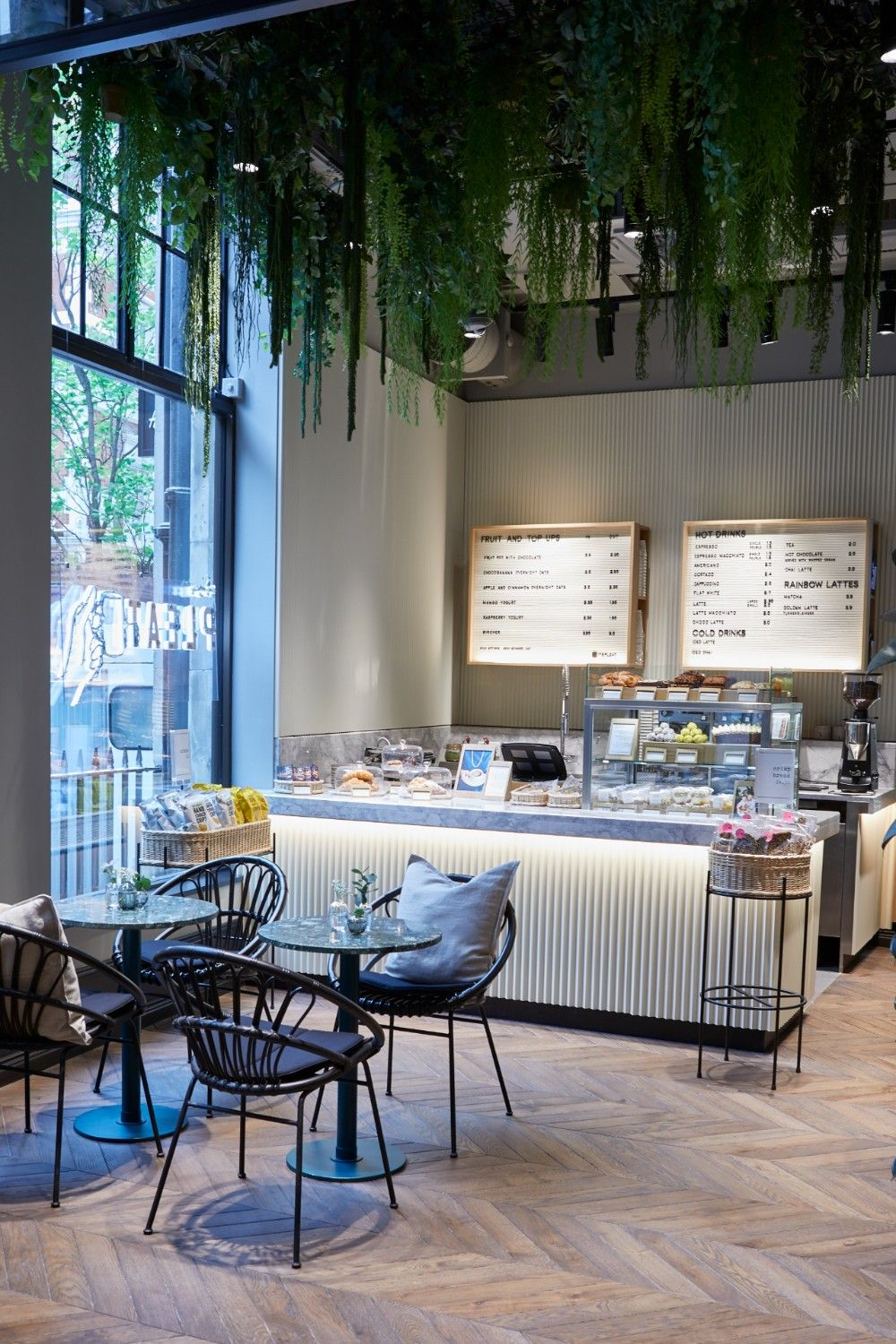 h&m in-store cafe london